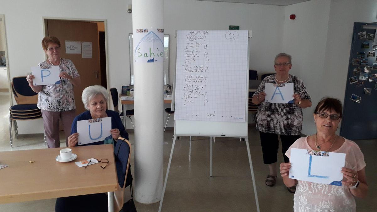 Viel Spaß hatten die Sahle Wohnen-Mieter am 29.6. beim Gedächtnistraining im Gemeinschaftsraum der Paulinum-Seniorenwohnanlage an der Kurt-Jooss-Straße 7. (Foto: Parea)